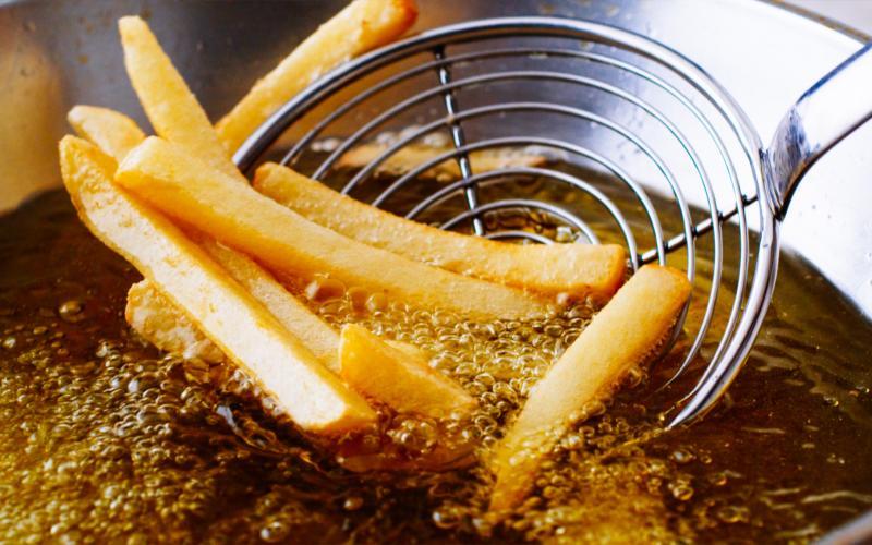 健康的な食材を使っても料理の仕方次第では逆効果。高温調理を避けるべき理由。