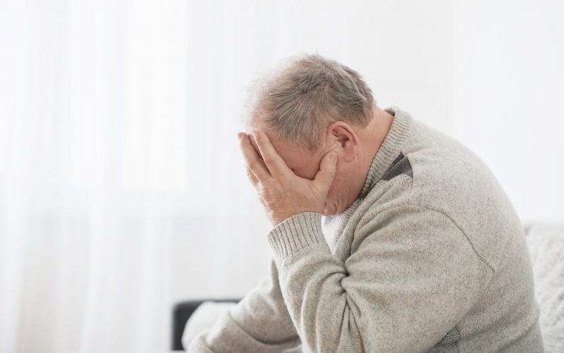 女性だけじゃない、男性の更年期障害「アンドロポーズ(男性更年期)」。気になる「中年の危機」との関係性は?