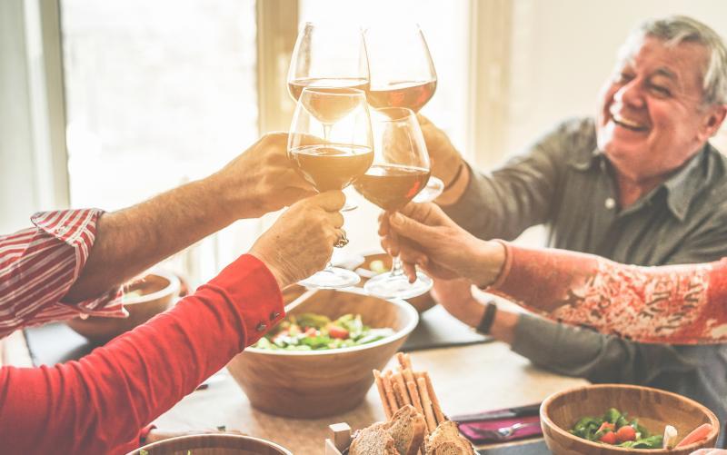 酒飲みって老けて見える人多くない?無視できないアルコール摂取による老化の促進。