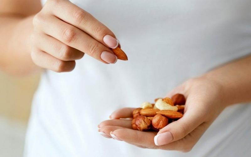 最近、つまみ食いをし過ぎていませんか?間食が体に与える影響と対策
