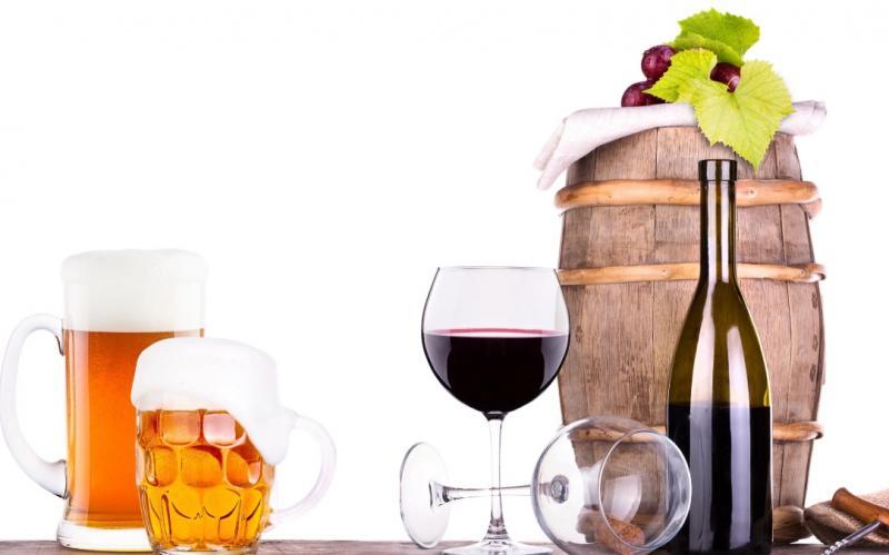 ワインやビールから除草剤!?健康の観点から避けるべきお酒の種類を伝授。