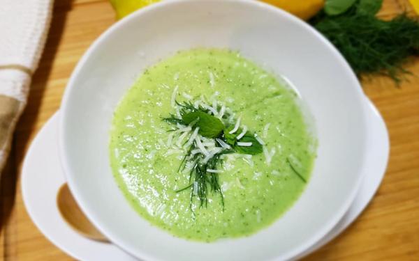 キュウリとココナッツミルクの冷たいスープ