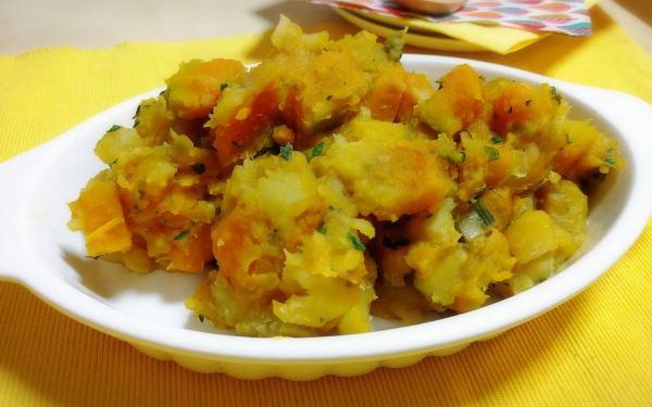 カボチャとサツマイモのルイボスティー煮込み