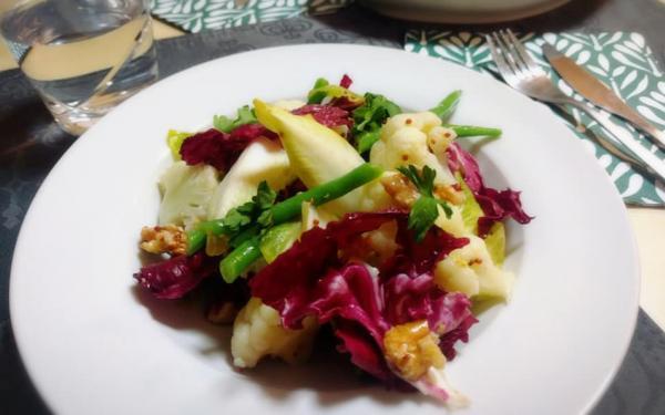 簡単サラダレシピ チコリとラディッキオ ロッソのサラダ