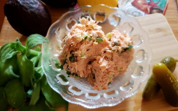 サーモンフレークサラダ