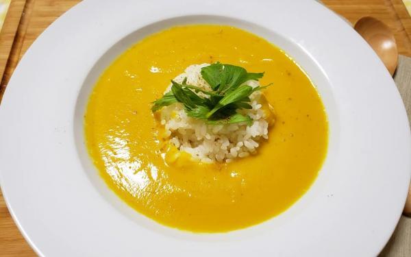ニンジンとセロリのスープ