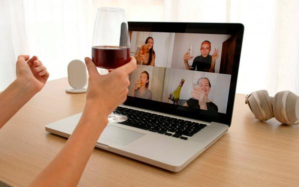宅飲み、オンライン飲み会。気が付いたらアルコールに依存していませんか?