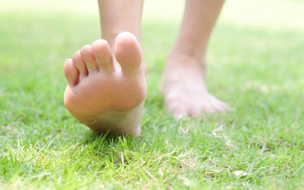 グラウンディングで大地の力を借りよう!地に足をつけて心身ともに健康に
