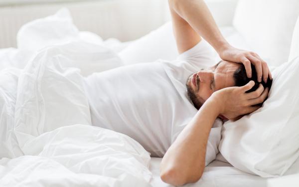 お酒を飲むと眠れる、はとっても危険な習慣!徹底解説!アルコールと睡眠