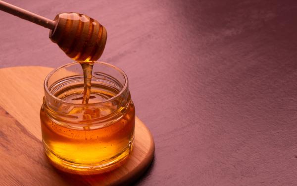 ハチミツは風邪薬よりも効果的?でも摂取のし過ぎに注意。