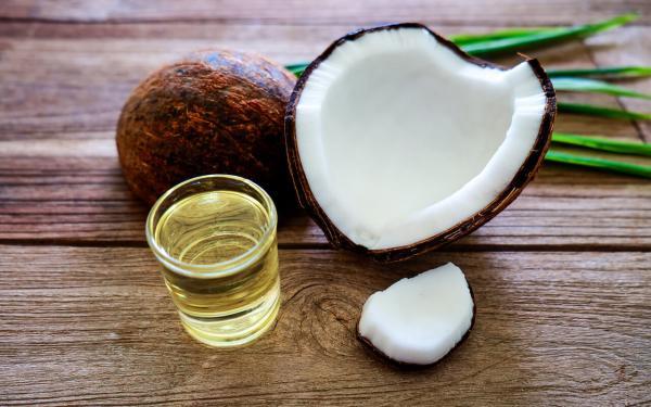 ココナッツオイルを越えると話題のMCTオイルの5つの効能とは?