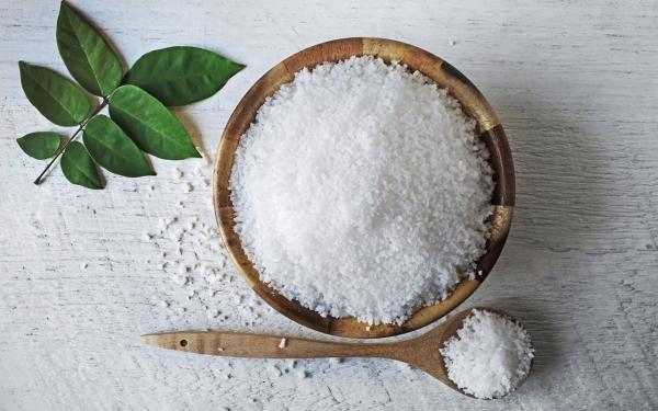 市販の海塩のほとんどに含まれる。マイクロプラスチックの危険性とは?