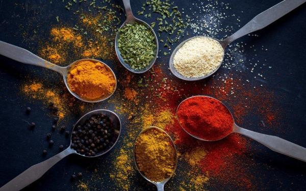自宅で料理を楽しむのに役立つ5つの健康スパイスとハーブ~第2弾~